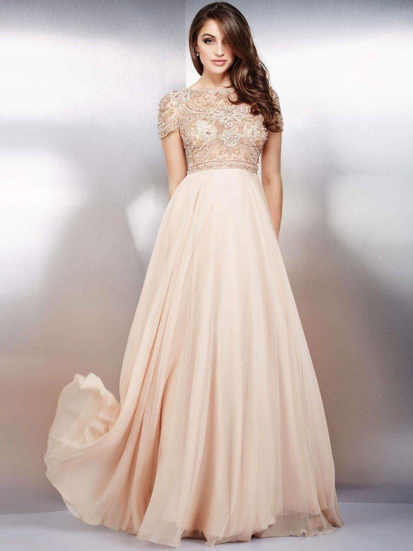 Нежное вечернее платье в ампирном стиле.