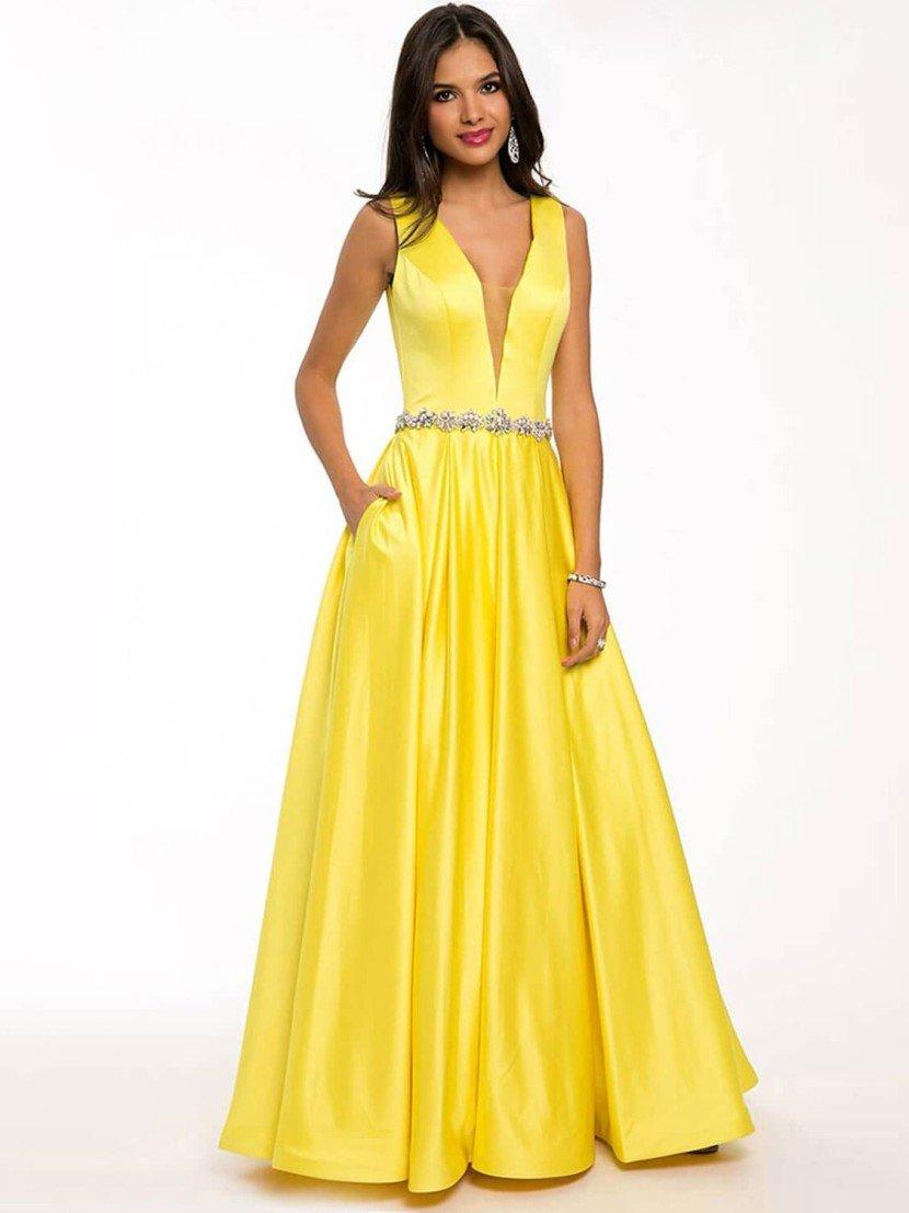 Стильное вечернее платье насыщенного желтого оттенка с глубоким V-образным вырезом.