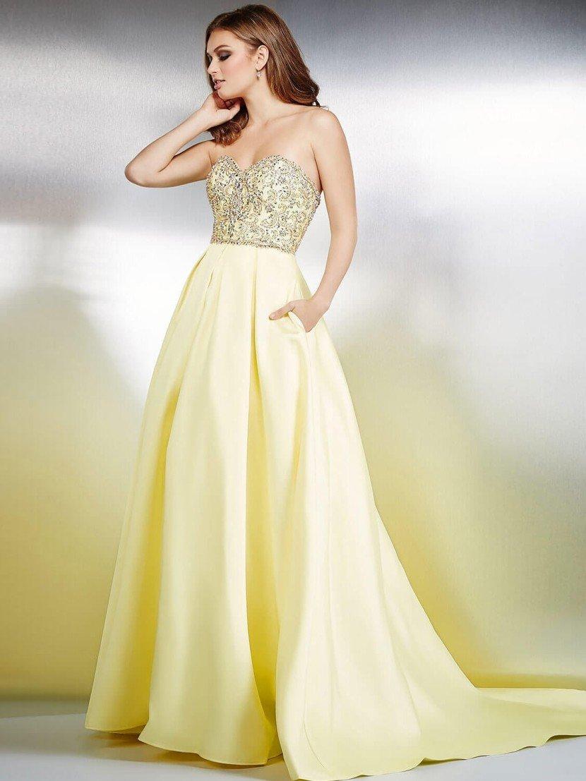 Атласное вечернее платье нежного сливочно-желтого оттенка.