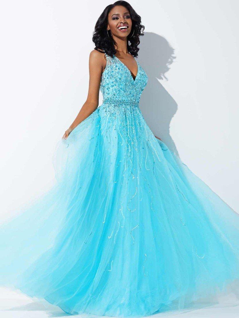 Голубое стильное вечернее платье с V-образным вырезом.