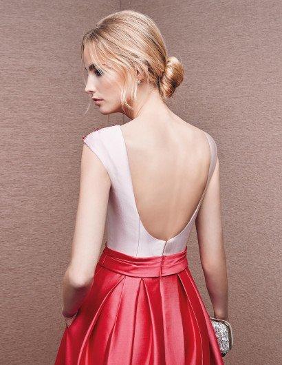 Необычное вечернее платье из глянцевого атласа двух оттенков.