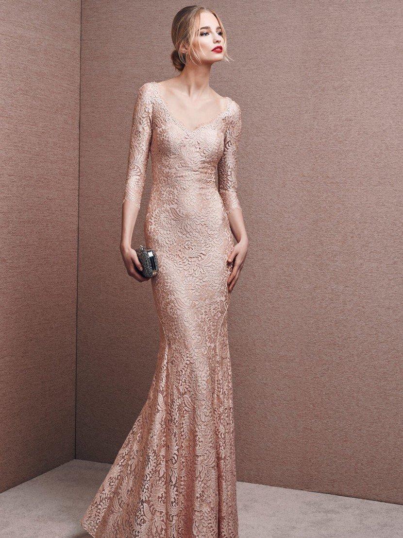 Вечернее платье русалка с металлическим оттенком.