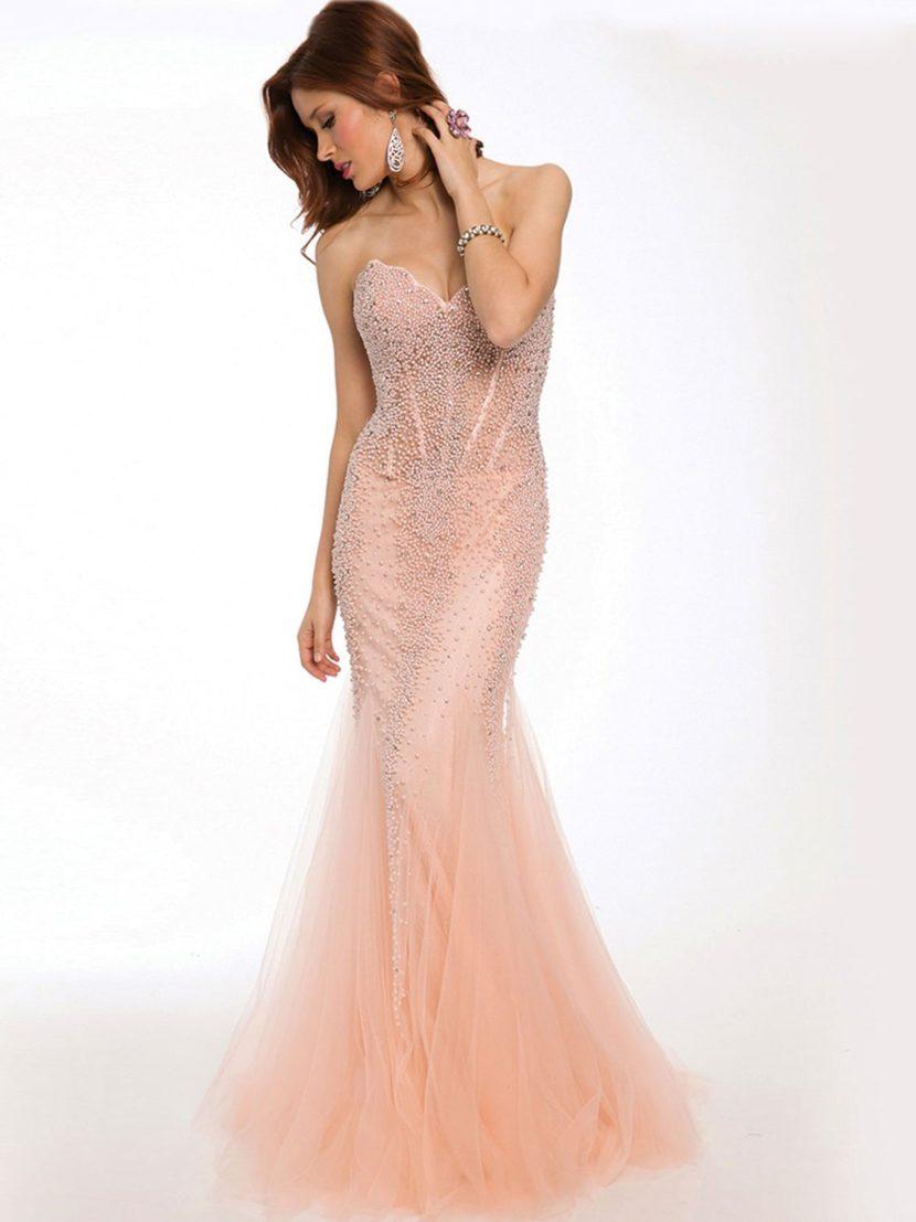 Вечернее платье русалка пастельного оттенка.