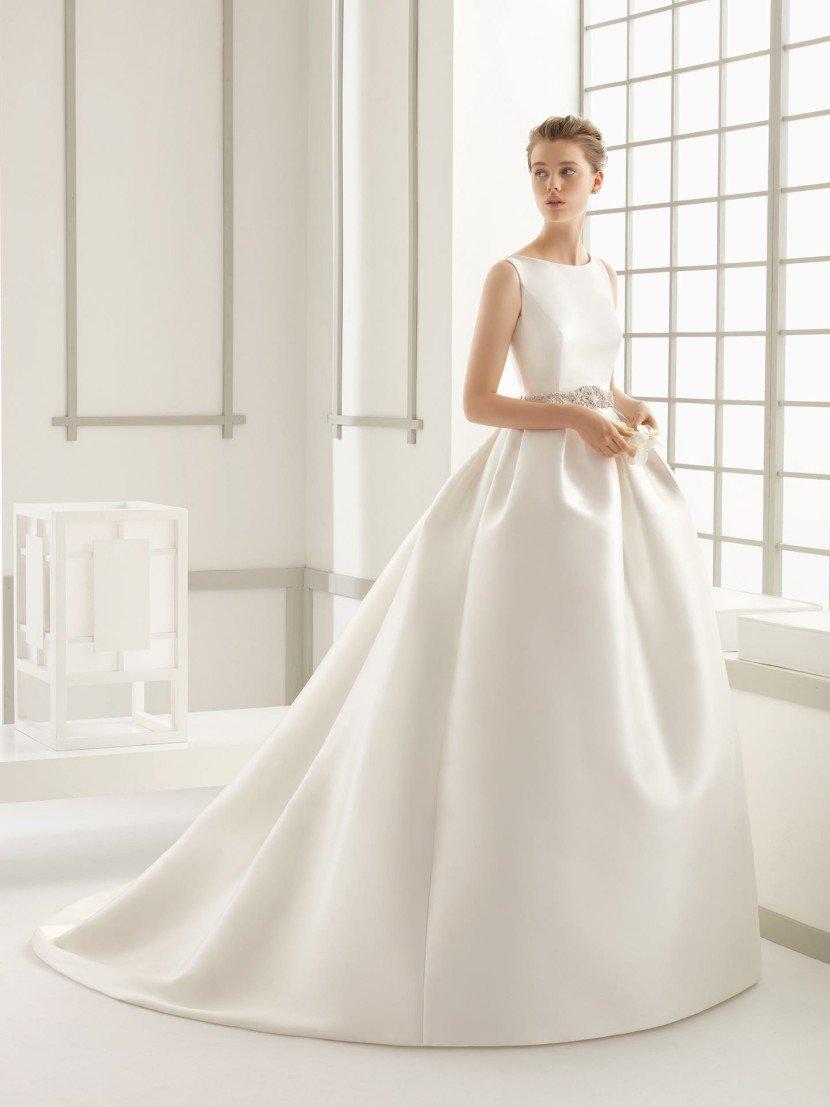 Простое свадебное платье с пышным силуэтом.