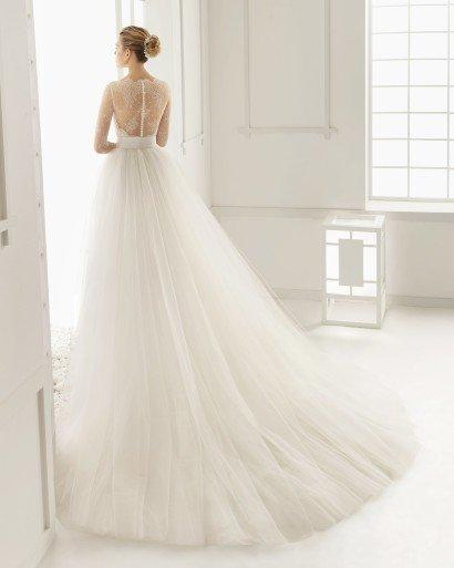 Потрясающе красивое свадебное платье с пышным силуэтом сочетает две юбки в одном образе.