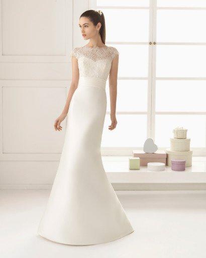 Изящное свадебное платье-трансформер с воплощенным в атласе силуэтом «рыбка».