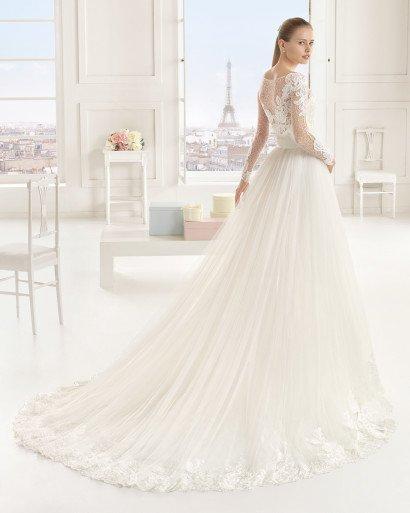 Элегантное свадебное платье с верхом из ажурной ткани.