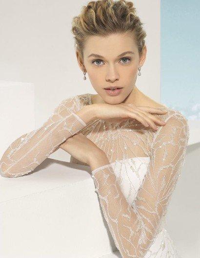 Прямое свадебное платье с рукавами.