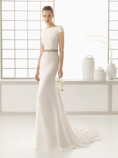 Свадебное платье с V-образнымвырезом на спине.