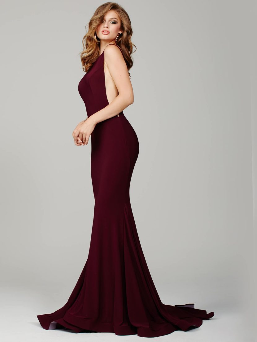 Роскошное выпускное платье винного цвета с силуэтом «русалка».