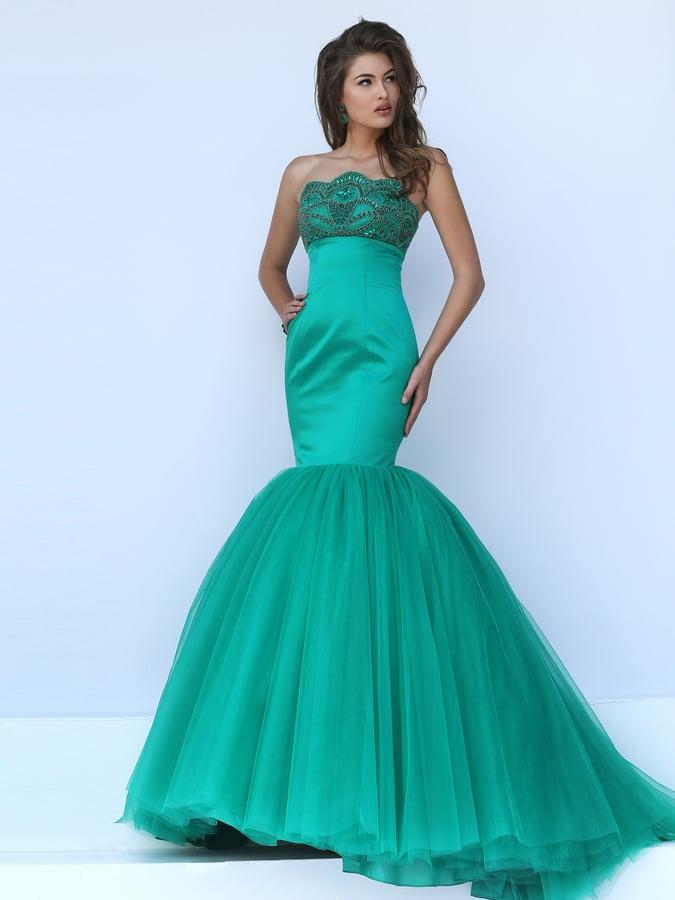 Стильное выпускное платье зеленого цвета с силуэтом «рыбка».