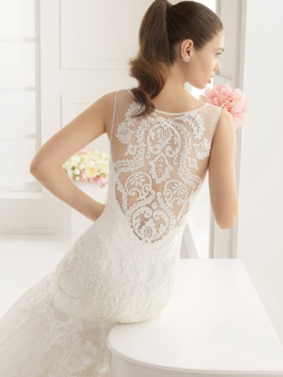 Свадебное платье с силуэтом «русалка» в классическом стиле.