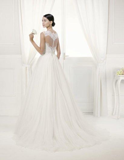Нежное свадебное платье А-силуэта с кружевом.