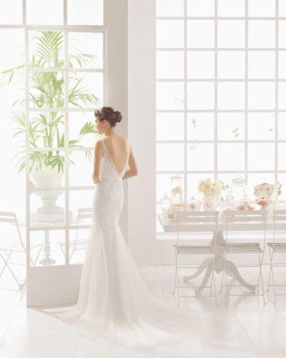 Свадебное платье с силуэтом «русалка» и ажурной отделкой.
