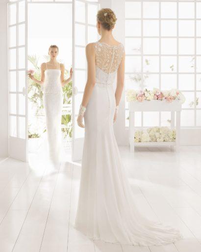 Свадебное платье с прямым силуэтом и ажурным верхом.