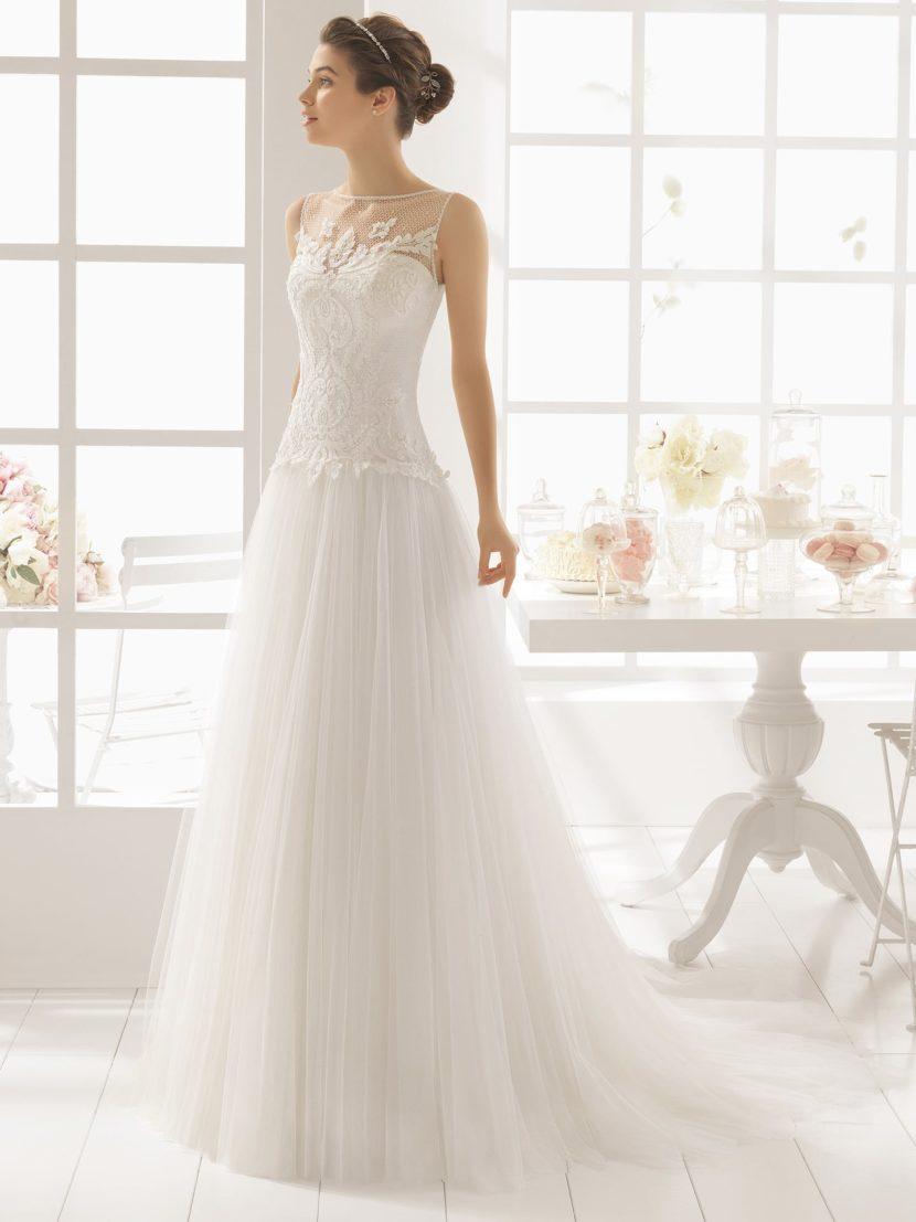 Стильное свадебное платье А-силуэта с ажурной отделкой.