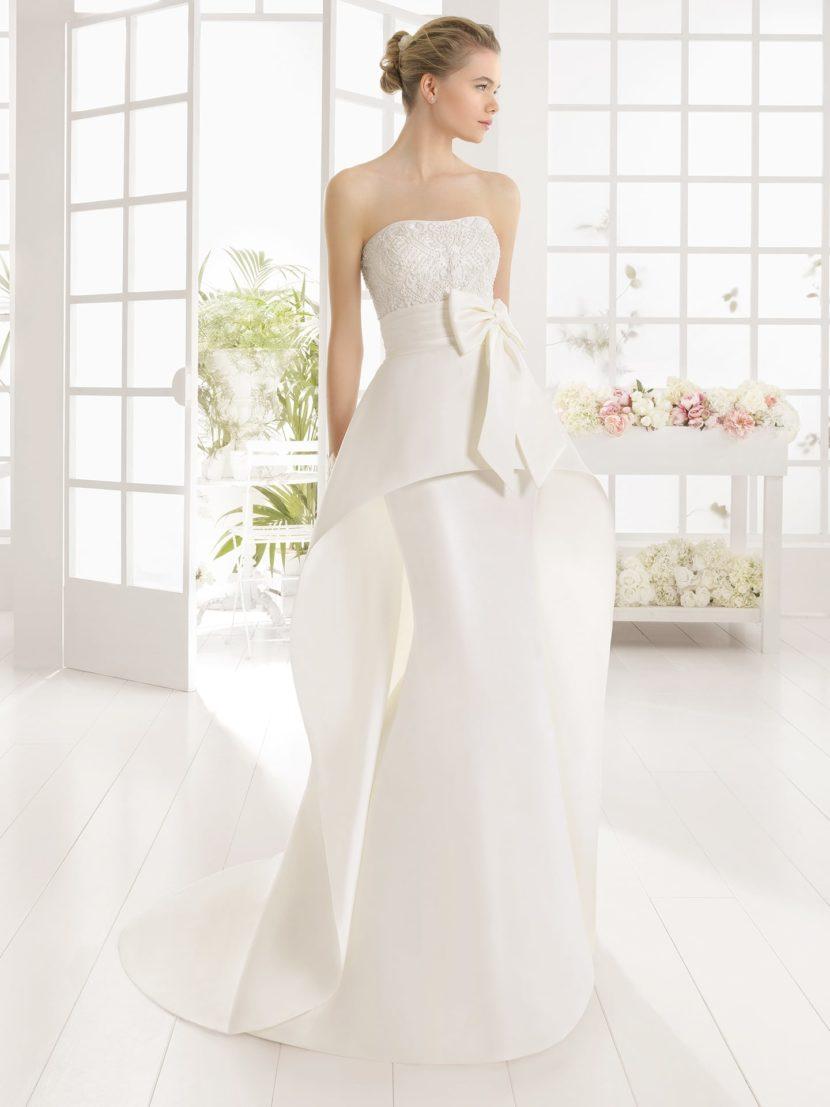 Необычное свадебное платье с силуэтом «русалка» и пышной баской.