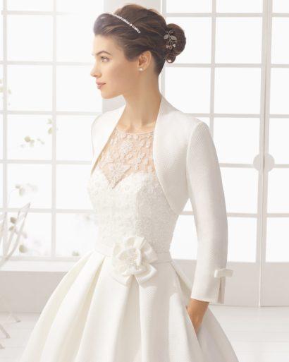 Пышное свадебное платье с атласным болеро.