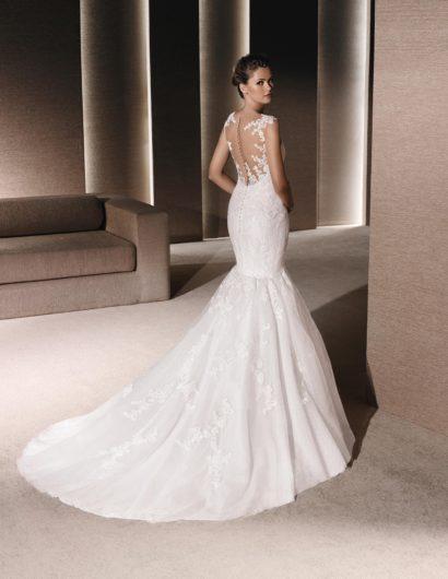 Свадебное платье силуэта «русалка» с юбкой-трансформером и кружевной отделкой.
