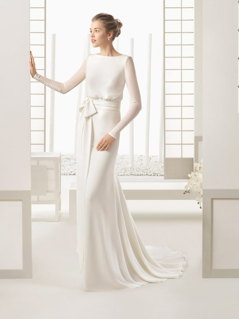 Минималистичное свадебное платье с силуэтом «русалка».