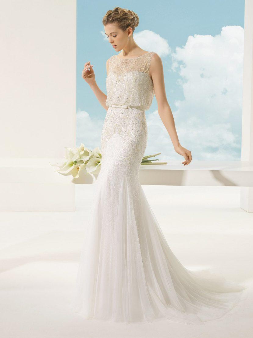 Свадебное платье с силуэтом «русалка» и бисерной отделкой.