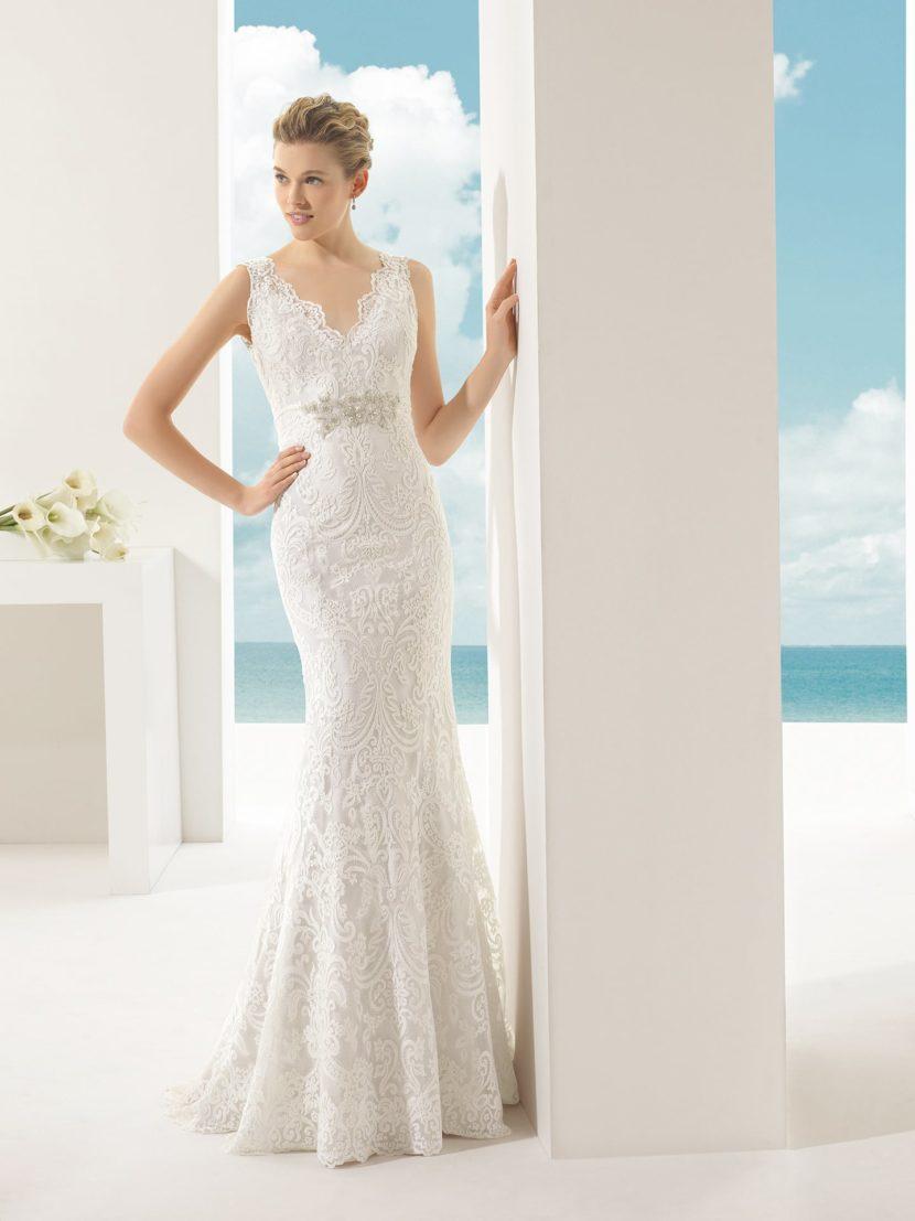 Свадебное платье «русалка» с фактурной кружевной отделкой.