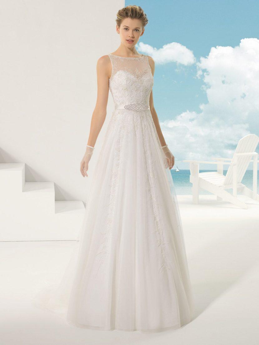 Свадебное платье А-силуэта с бисерным декором.
