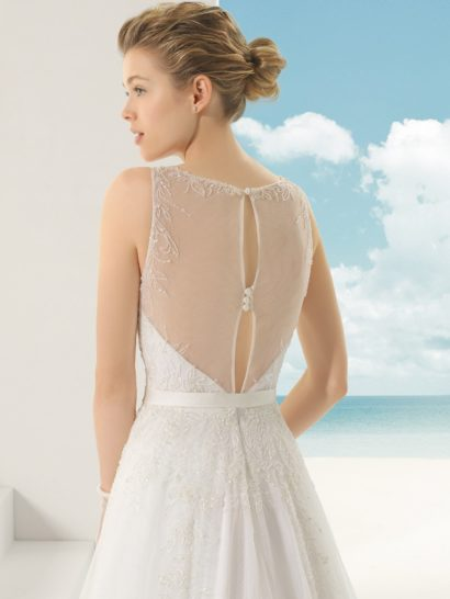 Свадебное платье с бисерным декором.