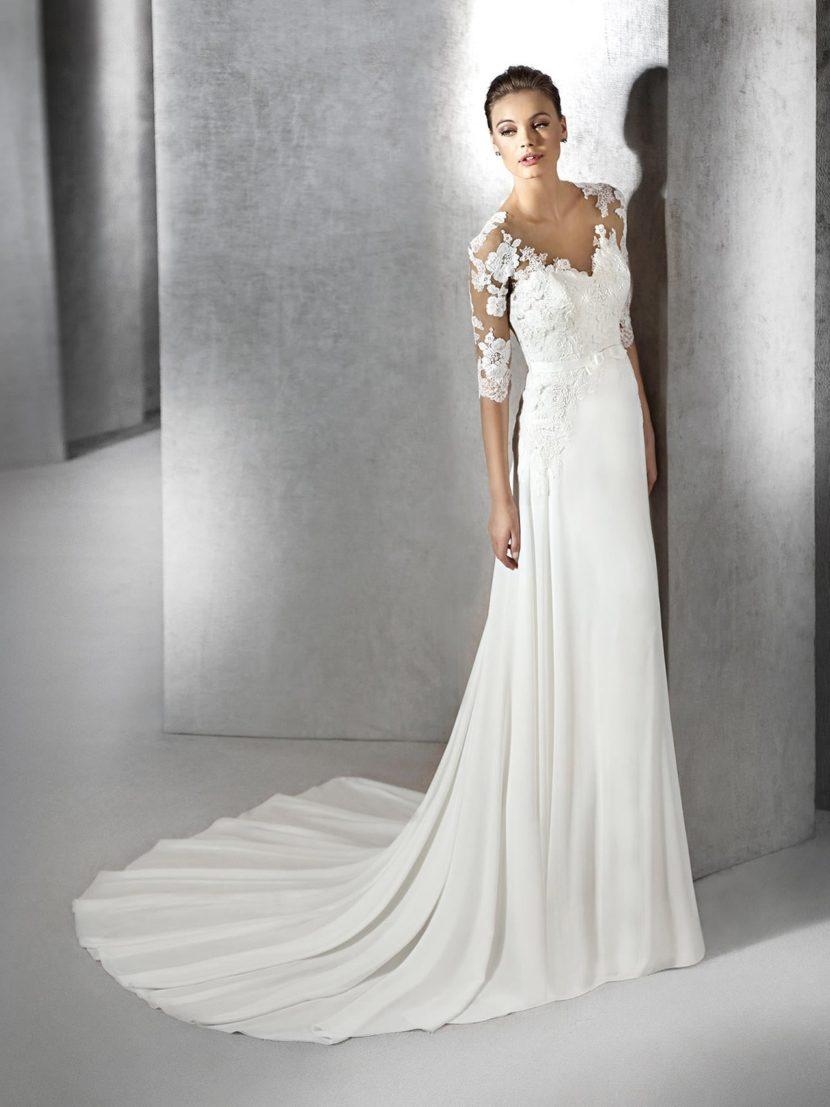 Прямое свадебное платье с кружевной отделкой верха.