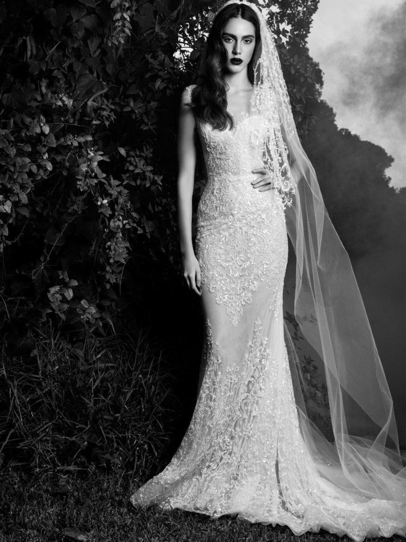 Свадебное платье с силуэтом рыбка, оформленное расшитым бисером
