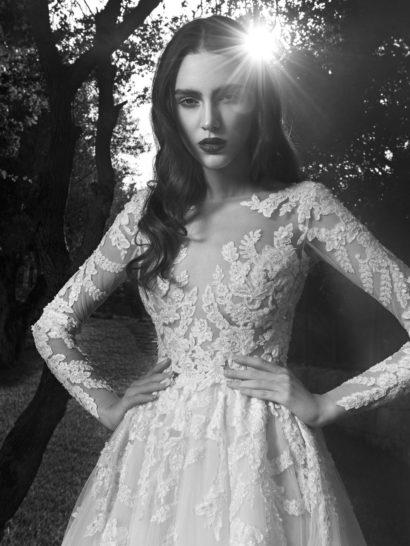 Потрясающее свадебное платье с кружевной отделкой и закрытым верхом