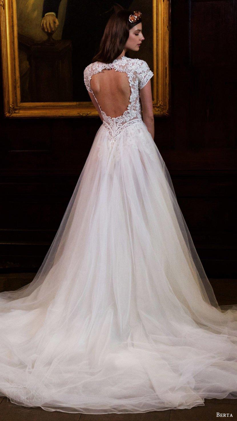0eec648b5fa Среди представленных в новой свадебной коллекции есть и пышные свадебные  платья в традиционном стиле