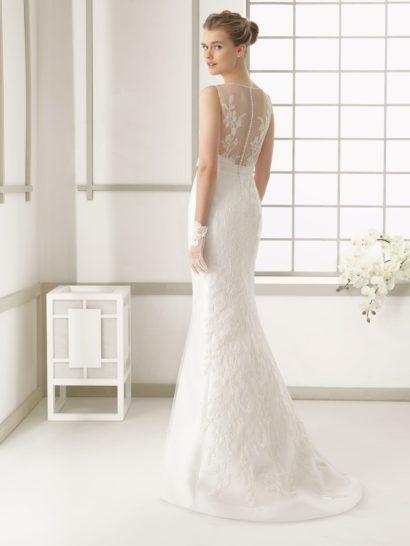 Свадебное платье-трансформер с нежной вышивкой отделки и пышной верхней юбкой.