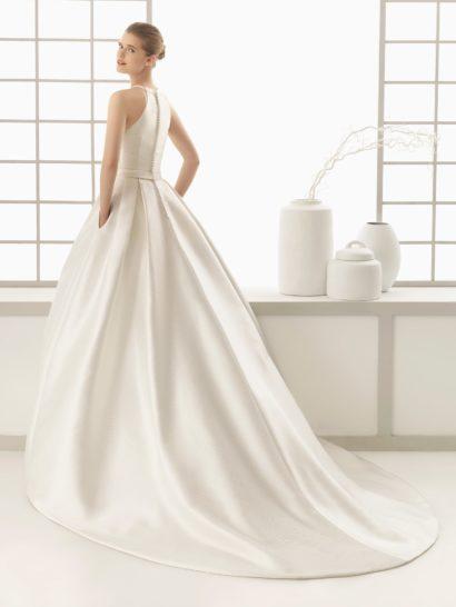 Свадебное платье пышного кроя с оригинальным верхом и скрытыми карманами.