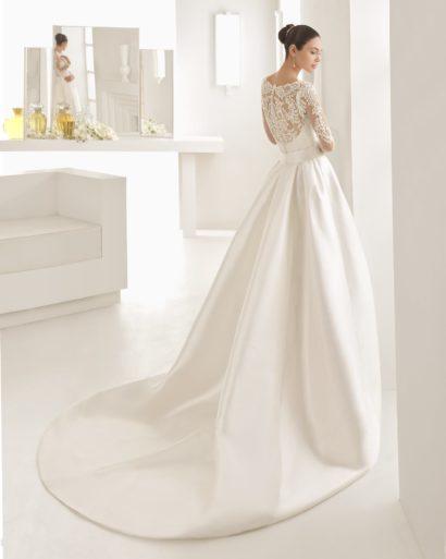Свадебное платье-трансформер с атласной верхней юбкой и кружевным декором по всей длине.