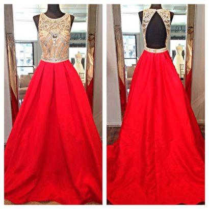 вечернее платье с потрясающей атласной юбкой.