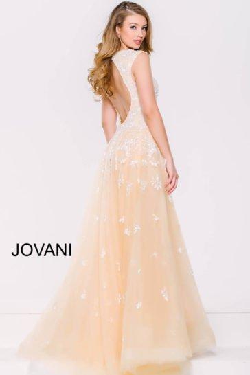 Элегантное вечернее платье желтого цвета с пышной верхней юбкой и V-образным вырезом.