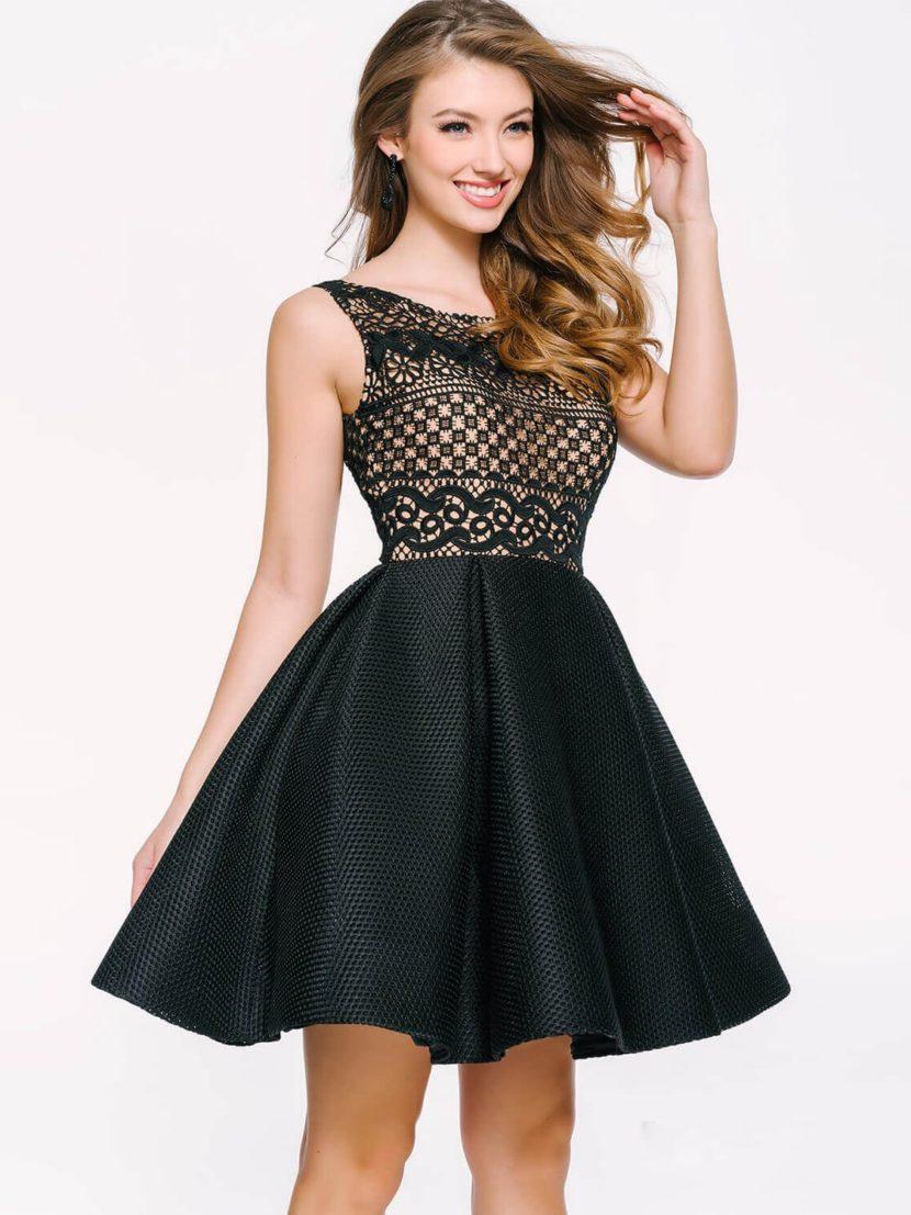 Роскошное вечернее платье длиной до колена с кружевным лифом на золотистой подкладке.