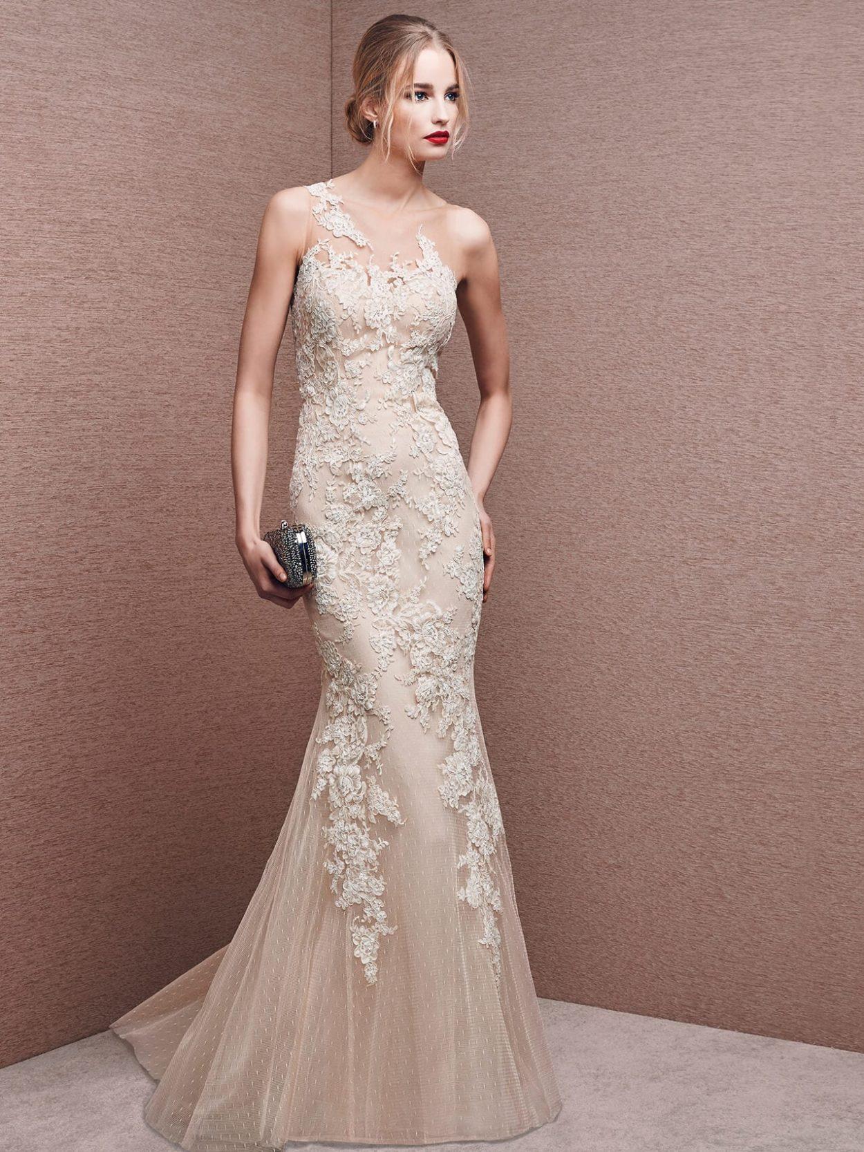 Платье рыбка вечернее белое