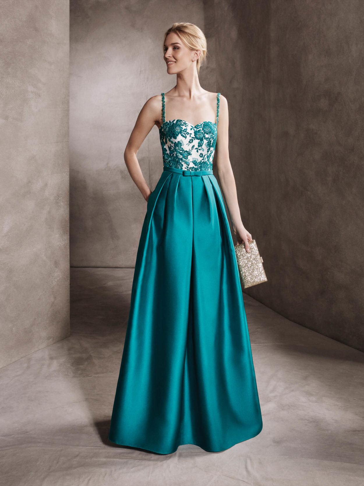 Шелковое платье вечернее
