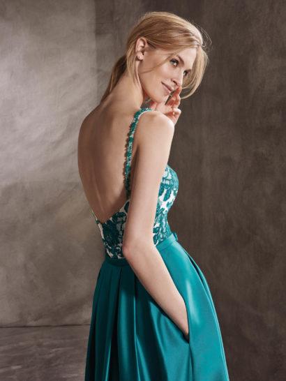 Изумрудное коктейльное платье с кружевной отделкой верха.