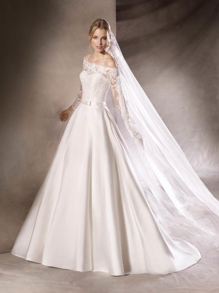 Торжественное свадебное платье А-силуэта с кружевным верхом.