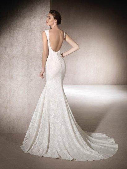 Закрытое свадебное платье «русалка» со шлейфом.