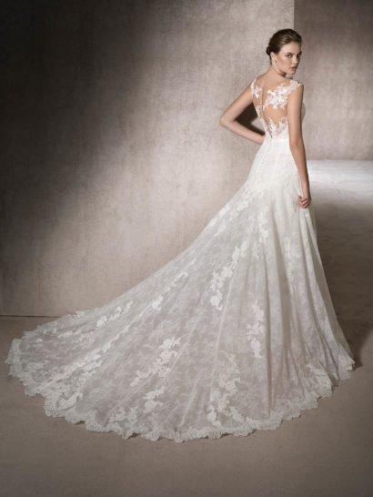 Свадебное платье «принцесса» с нежной кружевной отделкой.