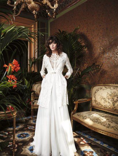 Изысканное свадебное платье бохо прямого кроя из сочетания фактурных тканей.