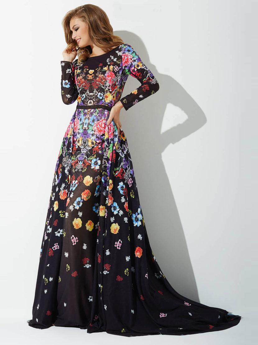 Черное вечернее платье с цветочным принтом и эффектным вырезом на спинке.