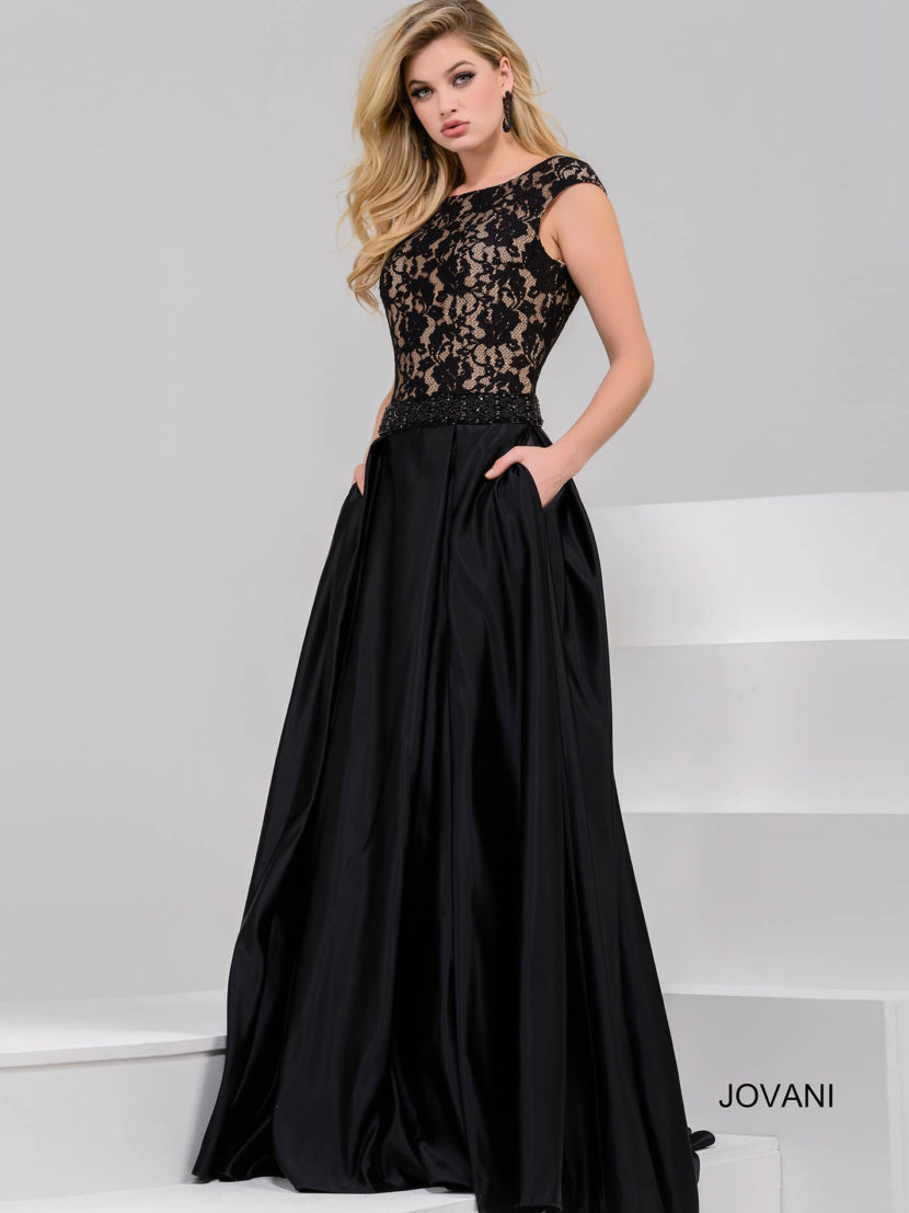 Черное вечернее платье А-силуэта с кружевным верхом и скрытыми карманами.