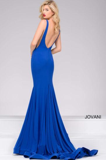 Голубое вечернее платье «русалка» с открытой спинкой и длинным шлейфом.