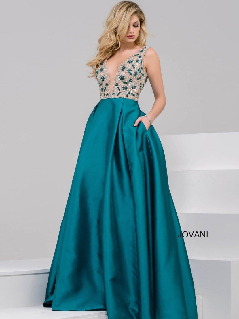 Вечернее платье с бежевым верхом с вышивкой и пышной юбкой из бирюзового атласа.