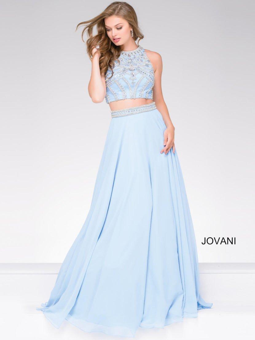 Голубое вечернее платье с укороченным топом и длинной юбкой А-силуэта со шлейфом.